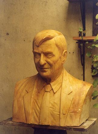 Busto de Olof Palme. Obra del escultor Carlos Medina Viglielm, ubicada (en bronce) en la Plazoleta Olof Palme sobre la Avenida José Battlle y Ordoñez en Montevideo